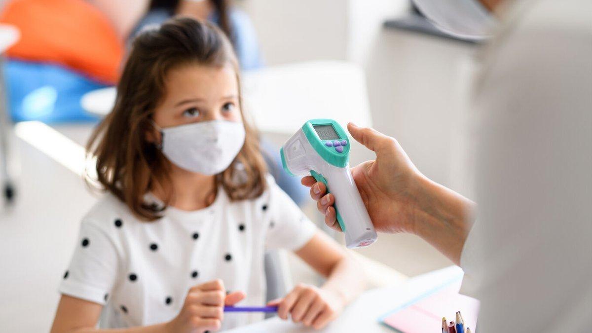 На Буковині понад пів сотні учнів хворі на коронавірус, фото-1