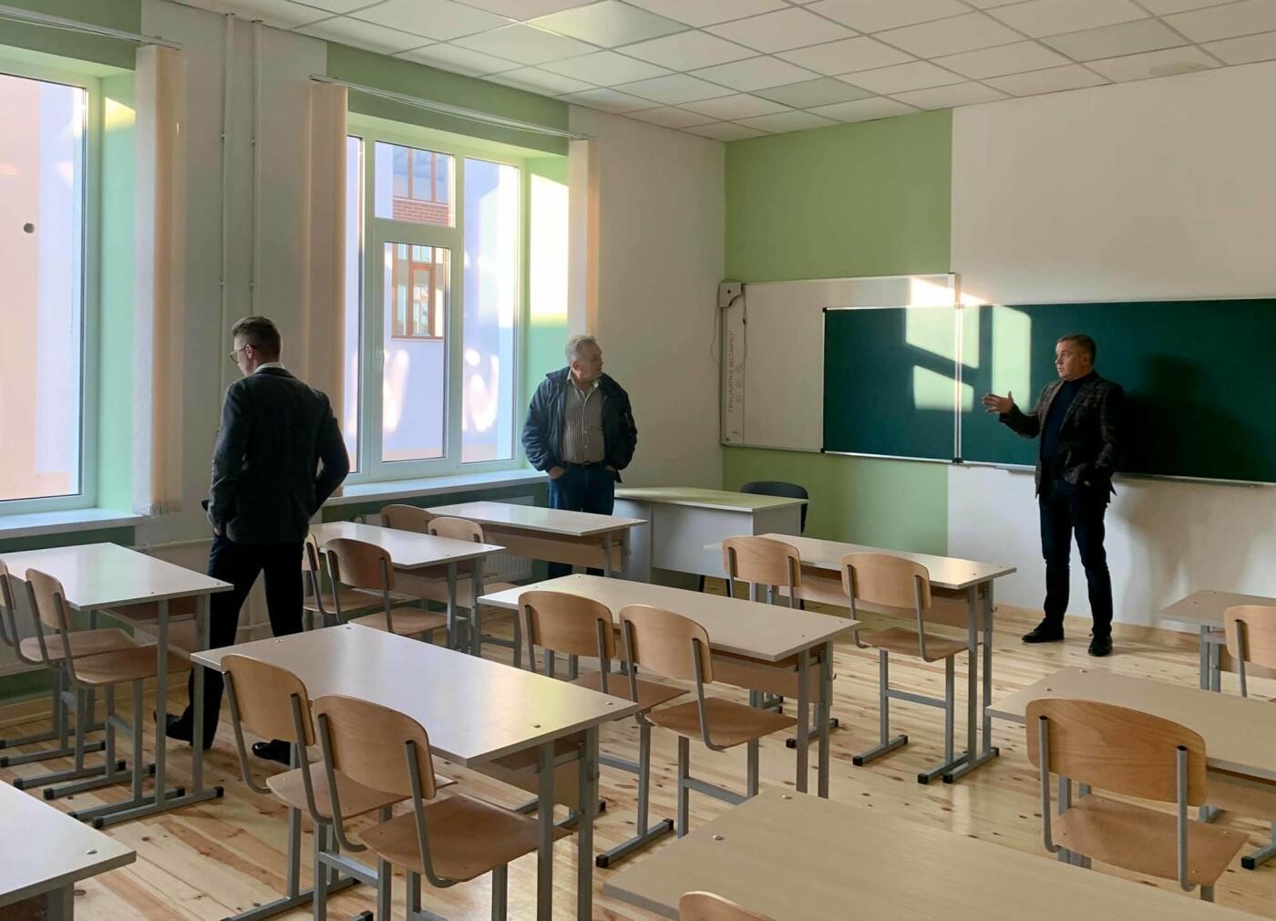 Моніторингова група Мінрегіону проінспектувала будівництво школи на Буковині