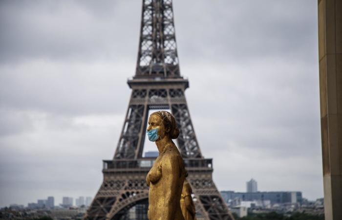 У Франції закриті ресторани, бари, кафе, спортивні зали, перукарні, інші установи