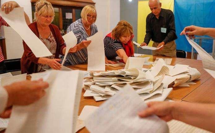 Тривають процеси уточнення протоколів про підрахунок голосів виборців окремих ДВК