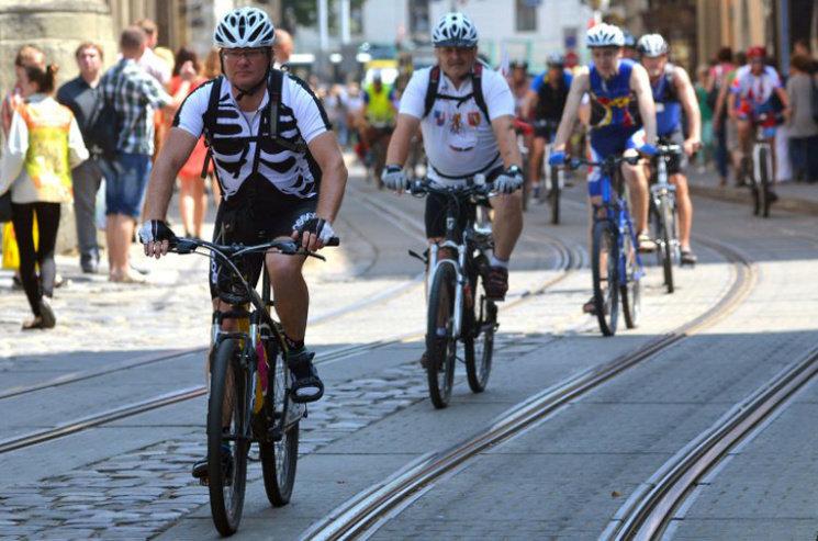 смуга для руху маршрутних транспортних засобів тепер призначена і для руху велосипедів