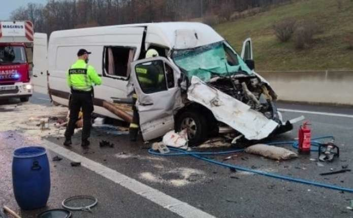 На швидкісній дорозі R1 біля заправки Тековське Нємце сталася трагедія Фото: Polícia SR - Nitriansky kraj