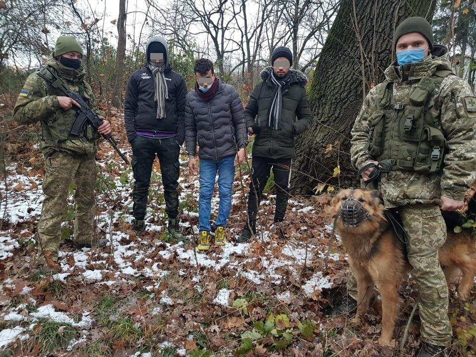 Затримані нелегали Чернівецьким прикордонним загоном