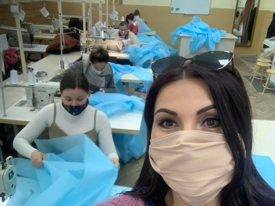 Ми організували пошиття захисних костюмів для буковинських медиків