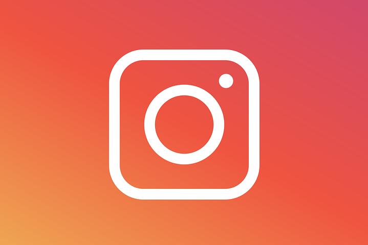 Для включення режиму зникаючих повідомлень досить провести знизу вгору на екрані листування в Instagram