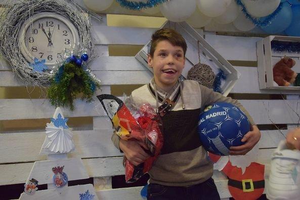 Благодійники передали подарунки для вихованців Хотинської спецшколи