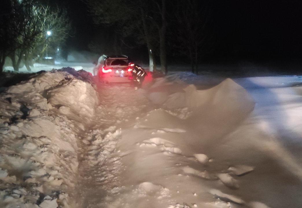 буксирування автомобілів із заметів, фото з сайту УДСНСУ у Чернівеькій області