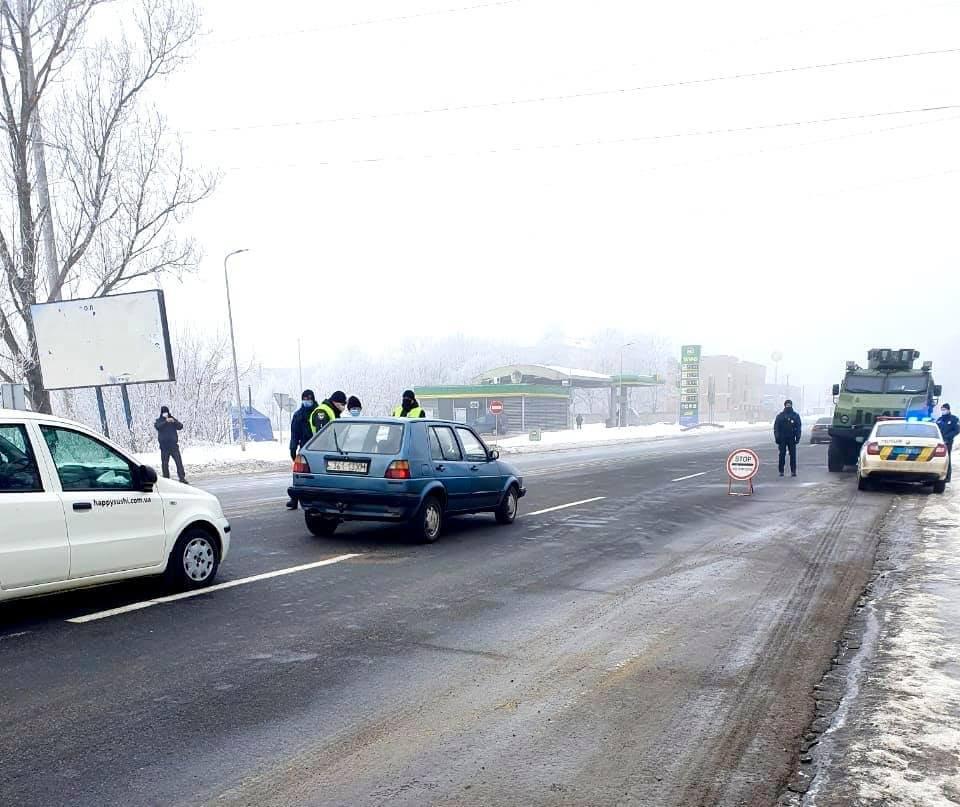 На Прикарпатті від сьогодні запрацювали контрольно-пропускні пункти (ФОТО), фото-5