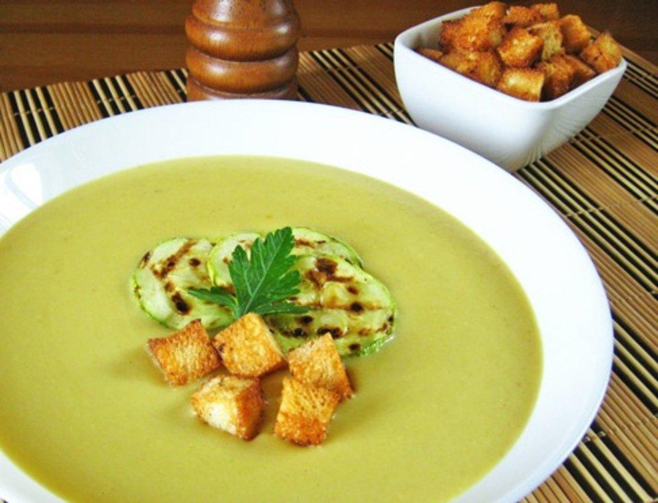 суп-пюре із кабачків легкий та корисний