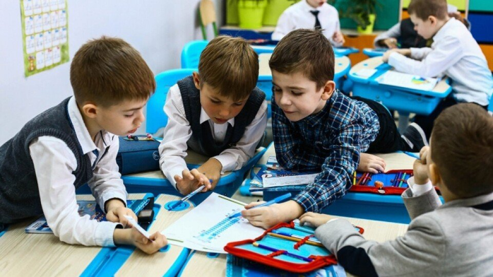 Хлопців зібрати до школи трохи дешевше, ніж дівчат