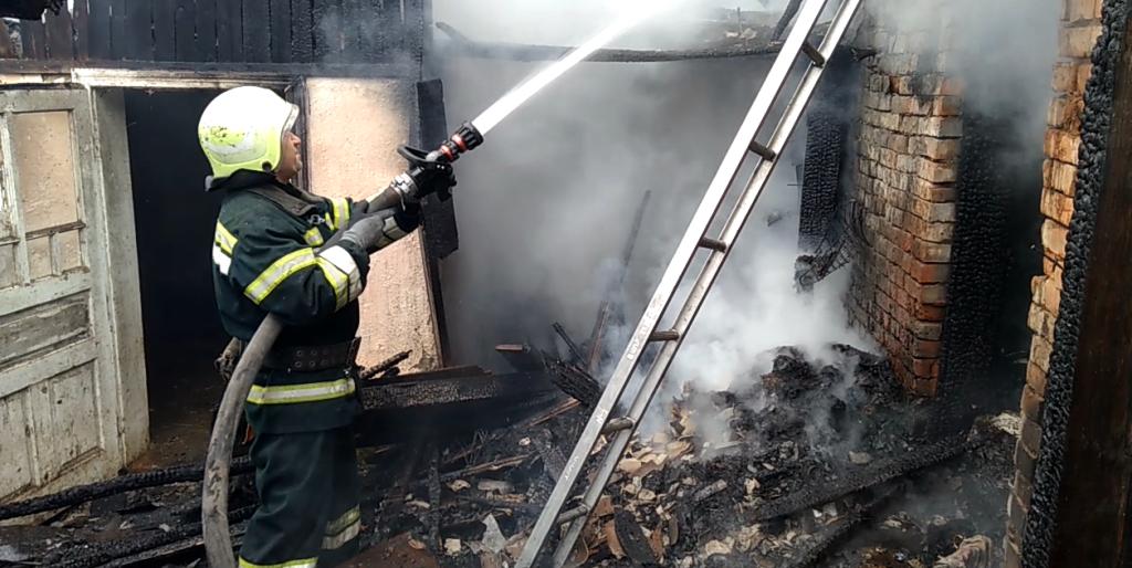 На Миру вкотре підпалили покинутий будинок