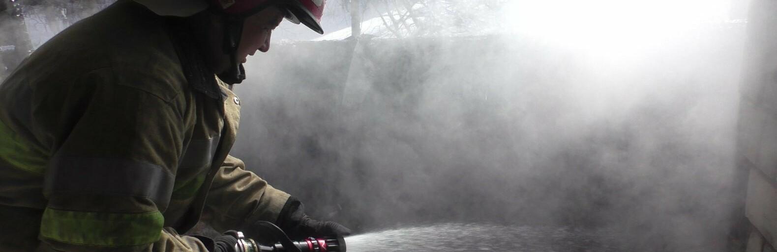 Піднавіс та 4 тонни сіна знищив вогонь у буковинському селі